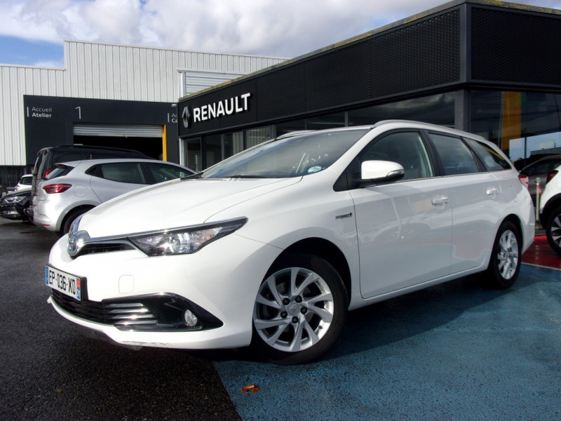 Toyota AURIS TOURING SPORTS HSD 136H DESIGN BUSINESS Hybride BLANC Occasion à vendre